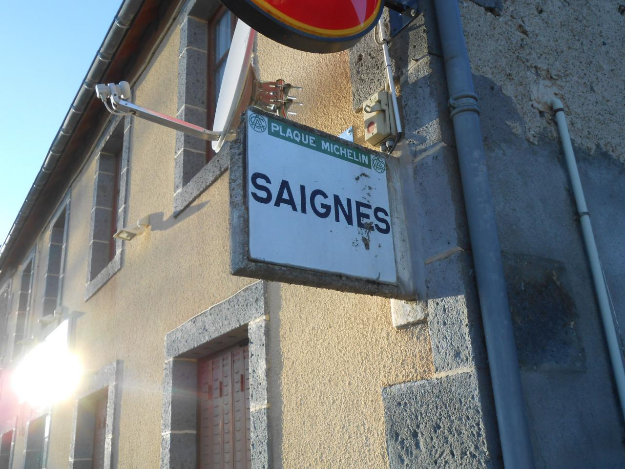 63710 Village de Saignes sur D5 (2)